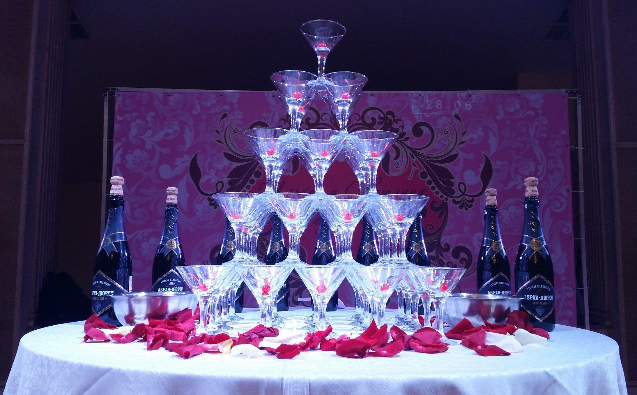 Пирамида шампанского, горка шампкнского